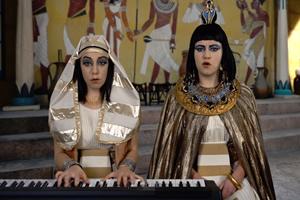Flo and Joan - Fake News Song