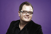Alan Carr signs new C4 deal