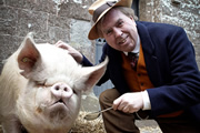 Blandings. Clarence (Timothy Spall). Copyright: Mammoth Screen.