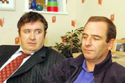 Northern Lights. Image shows from L to R: Howie (Mark Benton), Colin (Robson Green). Copyright: Granada Television.