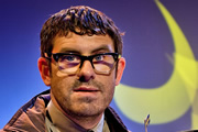 Shooting Stars. Angelos Epithemiou (Dan Skinner). Copyright: Channel X / Pett Productions.