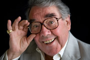 When The Dog Dies. Sandy Hopper (Ronnie Corbett). Copyright: CPL Productions.