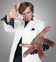 The Amazing Dermot. Dermot Flint (Rhys Darby). Copyright: Roughcut Television.