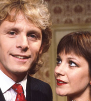 Just Good Friends. Image shows from L to R: Vince Pinner (Paul Nicholas), Penny Warrender (Jan Francis). Image credit: British Broadcasting Corporation.