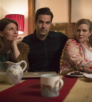 Catastrophe. Image shows from L to R: Sharon (Sharon Horgan), Rob (Rob Delaney), Mia (Carrie Fisher). Copyright: Avalon Television.