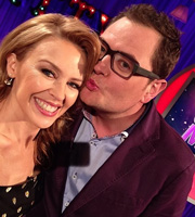 Alan Carr: Chatty Man. Image shows from L to R: Kylie Minogue, Alan Carr. Copyright: Open Mike Productions.