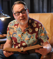 Crackanory. Vic Reeves. Copyright: Tiger Aspect Productions.