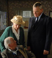 Doc Martin. Image shows from L to R: Mr McLynn (Benjamin Whitrow), Mrs McLynn (Phyllida Law), Dr Martin Ellingham (Martin Clunes). Copyright: Buffalo Pictures / Homerun Productions.