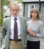 Doc Martin. Image shows from L to R: John Moysey (Ronald Pickup), Aunt Ruth Ellingham (Eileen Atkins). Copyright: Buffalo Pictures / Homerun Productions.