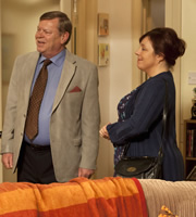 In With The Flynns. Image shows from L to R: Jim (Warren Clarke), Theresa (Annabelle Apsion). Copyright: Caryn Mandabach Productions.