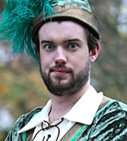 Little Crackers. Robin (Jack Whitehall).