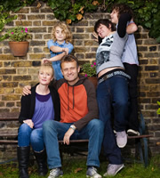 Outnumbered. Image shows from L to R: Sue (Claire Skinner), Karen (Ramona Marquez), Pete (Hugh Dennis), Jake (Tyger Drew-Honey), Ben (Daniel Roche). Copyright: Hat Trick Productions.