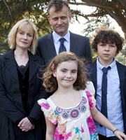 Outnumbered. Image shows from L to R: Sue (Claire Skinner), Pete (Hugh Dennis), Karen (Ramona Marquez), Ben (Daniel Roche). Copyright: Hat Trick Productions.