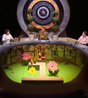 QI. Image shows from L to R: Alan Davies, Stephen Fry, Rob Brydon. Copyright: TalkbackThames.