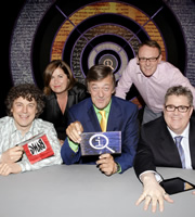 QI. Image shows from L to R: Alan Davies, Liza Tarbuck, Stephen Fry, Sean Lock, Phill Jupitus. Image credit: TalkbackThames.