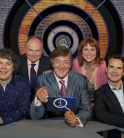 QI. Image shows from L to R: Alan Davies, Clive Anderson, Stephen Fry, Jan Ravens, Jimmy Carr. Copyright: TalkbackThames.