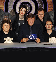 QI. Image shows from L to R: Alan Davies, Sue Perkins, Stephen Fry, Jack Dee, Jimmy Carr. Copyright: TalkbackThames.