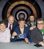 QI. Image shows from L to R: Alan Davies, Clive Anderson, Stephen Fry, Rich Hall, Phill Jupitus. Copyright: TalkbackThames.