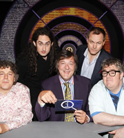 QI. Image shows from L to R: Alan Davies, Ross Noble, Stephen Fry, Jack Dee, Phill Jupitus. Image credit: TalkbackThames.