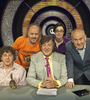 QI. Image shows from L to R: Alan Davies, Bill Bailey, Stephen Fry, Sue Perkins, Gyles Brandreth. Copyright: TalkbackThames.