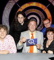 QI. Image shows from L to R: Alan Davies, Ross Noble, Stephen Fry, Sean Lock, Ruby Wax. Copyright: TalkbackThames.