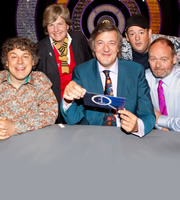 QI. Image shows from L to R: Alan Davies, Sandi Toksvig, Stephen Fry, Johnny Vegas, John Lloyd. Copyright: TalkbackThames.