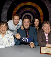 QI. Image shows from L to R: Alan Davies, Robert Webb, Stephen Fry, Ronni Ancona, Phill Jupitus. Image credit: TalkbackThames.