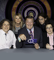 QI. Image shows from L to R: Alan Davies, Julia Zemiro, Stephen Fry, Ross Noble, Sue Perkins. Copyright: TalkbackThames.