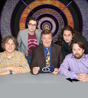 QI. Image shows from L to R: Alan Davies, Sue Perkins, Stephen Fry, Ross Noble, David Mitchell. Copyright: TalkbackThames.