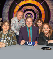 QI. Image shows from L to R: Alan Davies, Bill Bailey, Stephen Fry, Isy Suttie, Tim Minchin. Copyright: TalkbackThames.