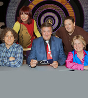 QI. Image shows from L to R: Alan Davies, Janet Street-Porter, Stephen Fry, Johnny Vegas, Sandi Toksvig. Copyright: TalkbackThames.