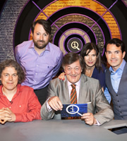 QI. Image shows from L to R: Alan Davies, David Mitchell, Stephen Fry, Ronni Ancona, Jimmy Carr. Copyright: TalkbackThames.
