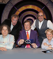 QI. Image shows from L to R: Alan Davies, Jeremy Clarkson, Stephen Fry, Danny Baker, Sandi Toksvig. Copyright: TalkbackThames.