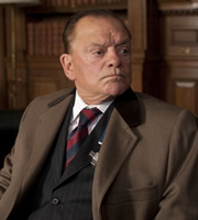 The Royal Bodyguard. Captain Guy Hubble (David Jason). Copyright: Hat Trick Productions / Busby Productions.