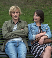 Lovesick. Image shows from L to R: Dylan (Johnny Flynn), Abigail (Hannah Britland). Copyright: Clerkenwell Films.