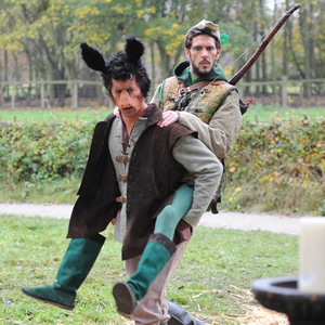 Drunk History. Image shows from L to R: Horse (Mike Wozniak), Robin Hood (Mathew Baynton). Copyright: Tiger Aspect Productions.