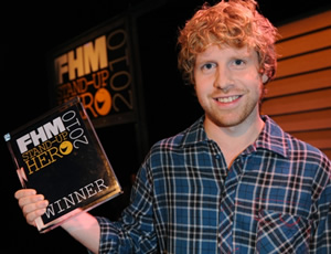 Josh Widdicombe with a weight of 70 kg and a feet size of 11 in favorite outfit & clothing style