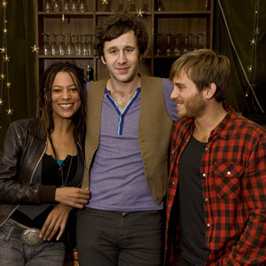 FM. Image shows from L to R: Jane Edwards (Nina Sosanya), Lindsay Carol (Chris O'Dowd), Dom Cox (Kevin Bishop). Copyright: Granada Productions.