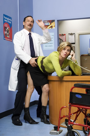 Green Wing. Image shows from L to R: Alan Statham (Mark Heap), Joanna Clore (Pippa Haywood). Copyright: Talkback Productions.
