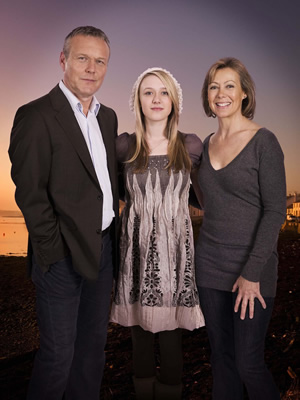 The Invisibles. Image shows from L to R: Maurice Riley (Anthony Head), Grace Riley (Emily Head), Barbara Riley (Jenny Agutter). Copyright: Company Pictures.