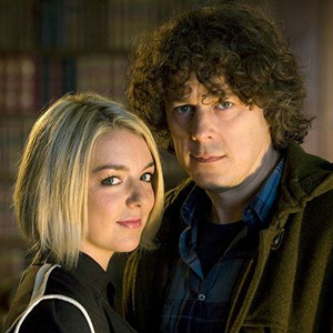 Jonathan Creek. Image shows from L to R: Joey Ross (Sheridan Smith), Jonathan Creek (Alan Davies). Image credit: British Broadcasting Corporation.