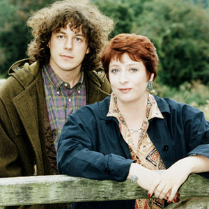 Jonathan Creek. Image shows from L to R: Jonathan Creek (Alan Davies), Maddy Magellan (Caroline Quentin). Copyright: BBC.