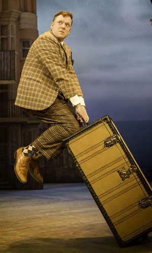 One Man, Two Guvnors. Francis Henshall. Rufus Hound. Image credit: Johan Persson, The National Theatre.