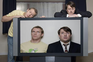 Peep Show. Image shows from L to R: Jeremy Osborne (Robert Webb), Mark Corrigan (David Mitchell). Copyright: Objective Productions.