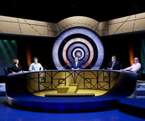 QI. Image shows from L to R: Liza Tarbuck, Alan Davies, Stephen Fry, Phill Jupitus, Sean Lock. Image credit: TalkbackThames.
