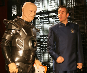 Red Dwarf. Image shows from L to R: Kryten (Robert Llewellyn), Rimmer (Chris Barrie). Copyright: Grant Naylor Productions / BBC.