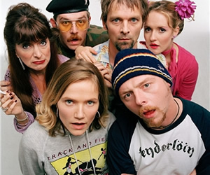 Spaced. Image shows from L to R: Marsha Klein (Julia Deakin), Mike Watt (Nick Frost), Daisy Steiner (Jessica Stevenson), Brian Topp (Mark Heap), Tim Bisley (Simon Pegg), Twist Morgan (Katy Carmichael). Image credit: London Weekend Television.
