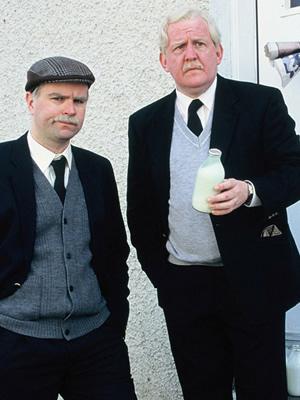 Still Game. Image shows from L to R: Victor McDade (Greg Hemphill), Jack Jarvis (Ford Kiernan). Copyright: The Comedy Unit / Effingee Productions.