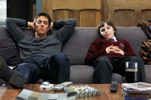 About A Boy. Image shows from L to R: Will Freeman (Hugh Grant), Marcus (Nicholas Hoult).