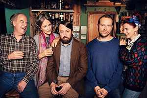 Back. Image shows from L to R: Uncle Geoff (Geoffrey McGivern), Ellen (Penny Downie), Stephen (David Mitchell), Andrew (Robert Webb), Cass (Louise Brealey). Copyright: Big Talk Productions.